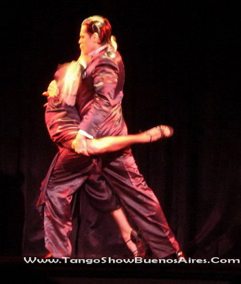 Moonlight dancers at Esquina Carlos Gardel Tango Dinner Show in Buenos Aires
