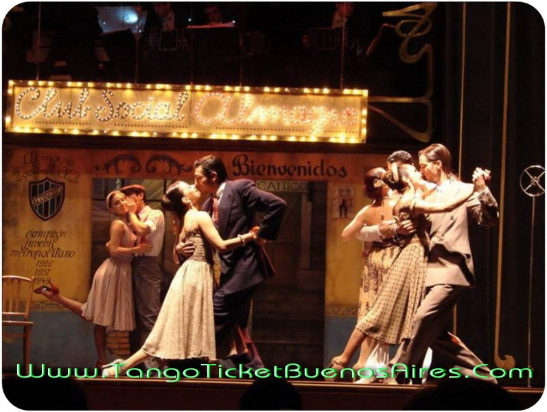 Chorus line old time dressed in a Tango dinner show in Buenos Aires