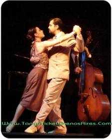 couple dancing tango at el querandi tango dinner show in buenos aires